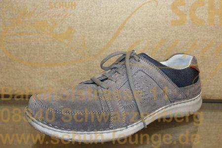 Ein leichter und sportlicher Herren-Schnürschuh von Seibel. Er ist aus pflegeleichtem Nubuk-Leder in dezentem Grau gefertigt. Mit bequemer Weite und Wechselfußbett ist er genau richtig für einen Herbstspaziergang.