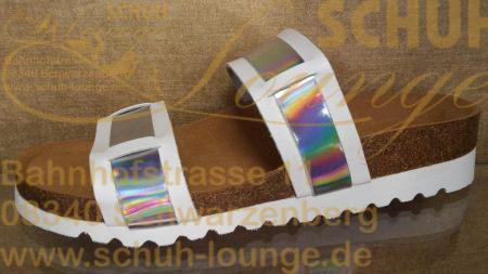 Jung, aktuell und absolut bequem! Das weiße, angenehm weiche, Oberleder wurde mit einem in Regenbogenfarben changierenden Streifen durchflochten.